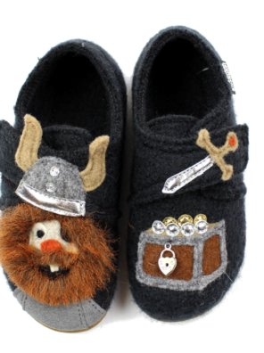 Тапочки Living Kitzbühel slippers phantom with Vikings - фото 1