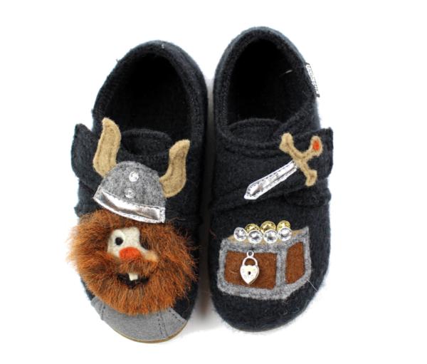 Тапочки Living Kitzbühel slippers phantom with Vikings - фото 1