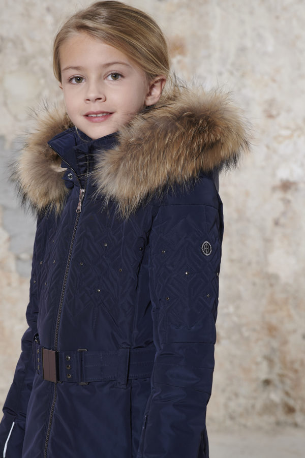Детская куртка для девочки W20-1003-JRGL/A (с искусственным мехом) - фото 4